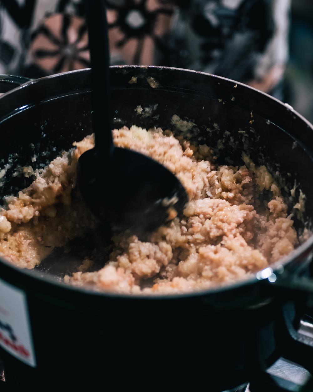 挽肉など炒める